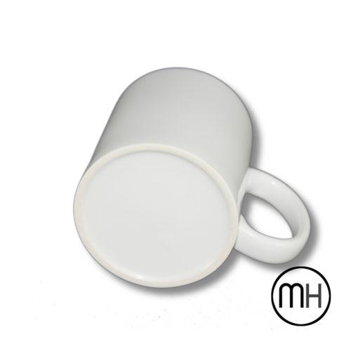 taza blanca vista de abajo